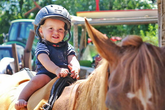Aliana Mueller - Mom-Baby Riding